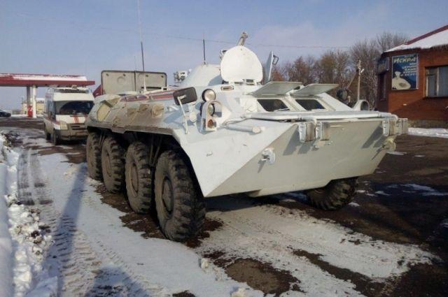 Необычное ДТП: вНовосибирске боевая машина пехоты врезалась виномарку