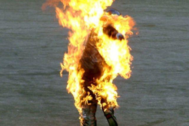 Пьяный житель Илекского района облил себя бензином и поджег