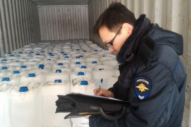 Найденную спиртосодержащую жидкость проверят эксперты МВД.