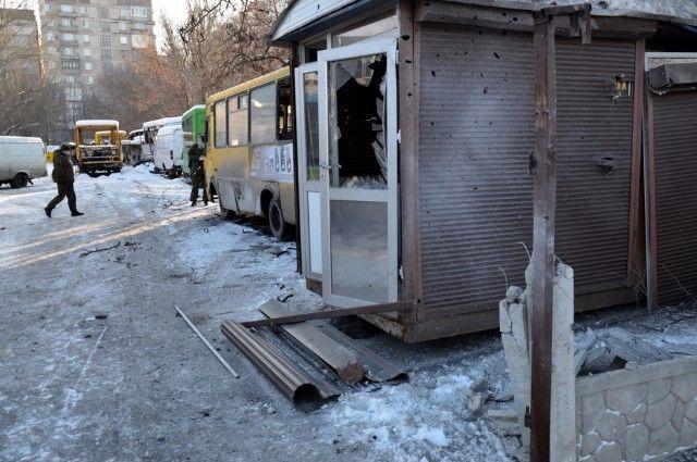 Станция техобслуживания на улице Куйбышева в Донецке, пострадавшая от обстрела украинскими силовиками.