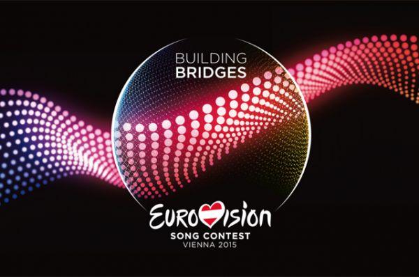 В 2015 году логотип имел форму шара и при этом являлся продолжением слогана «Строя мосты» (Building Bridges). Волны на рисунке символизируют объединение стран Европы и разнообразие песен континента.