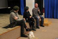 Слева направо: Василий Сигарев с собакой Эми, Яна Троянова и Борис Хлебников.