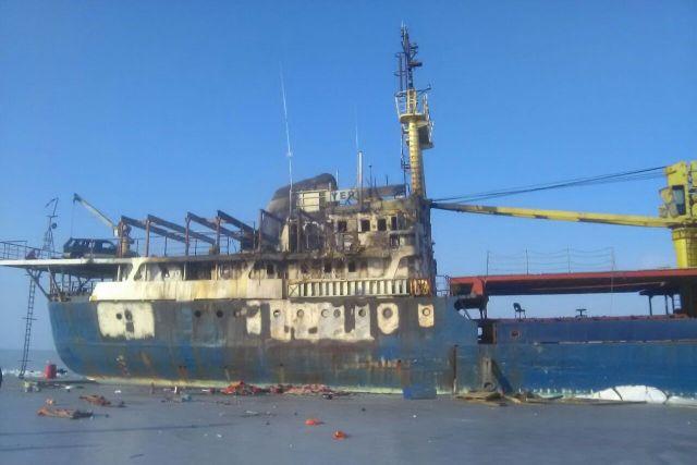 «Корабль-призрак»: судно Yeruslan загорелось уберегов Владивостока