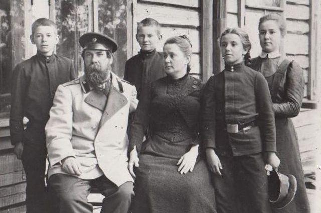 Семья Бехтеревых на даче Тихий берег