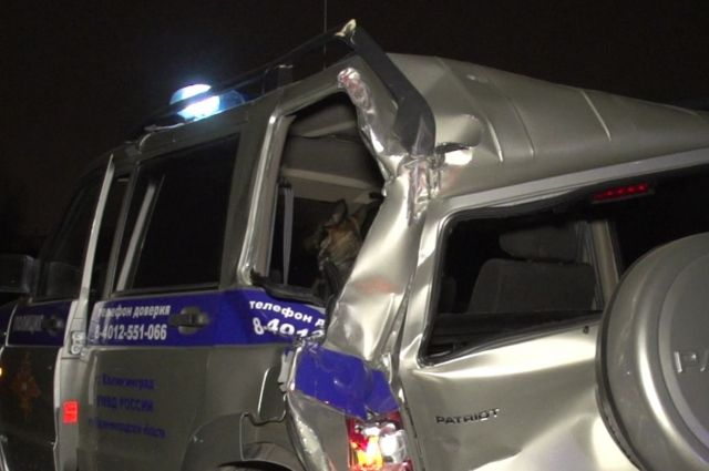 Под Калининградом фургон протаранил полицейскую машину, умер офицер МВД