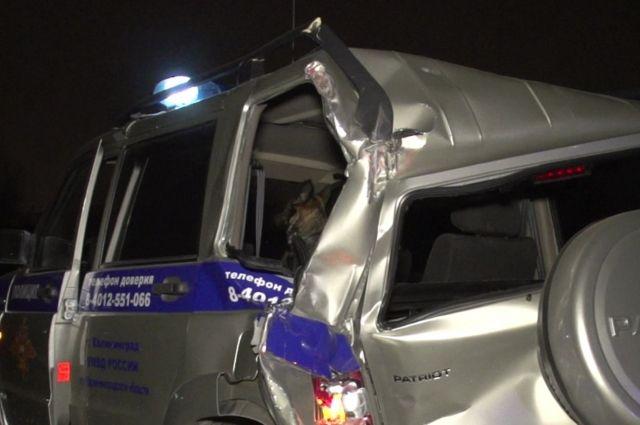 Под Калининградом грузовик протаранил машину ДПС, погиб офицер МВД.