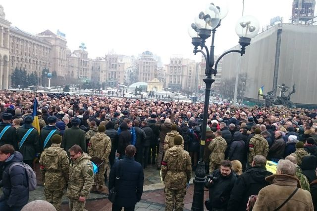 НаМайдане проходит церемония прощания спогибшими защитниками Авдеевки