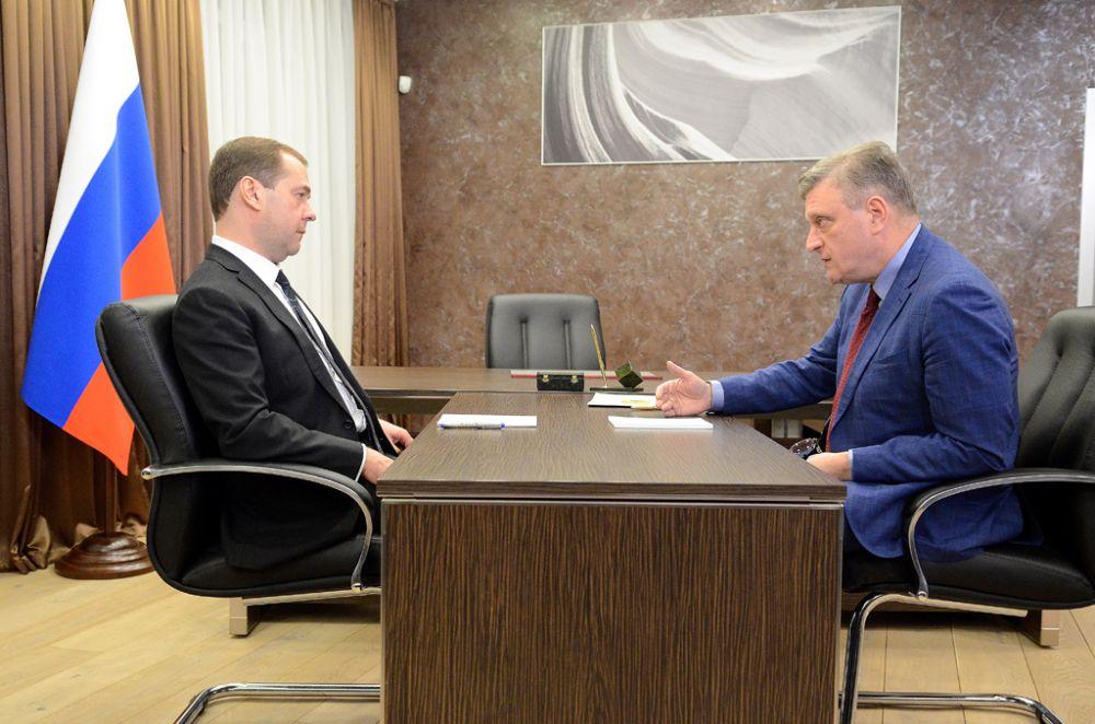 В заключение Председатель Правительства РФ пообщался с врио губернатора Игорем Васильевым и узнал, как обстоят дела в Кировской области.