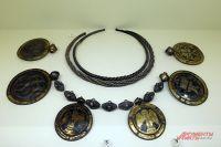 Подвески-медальоны с изображением фигур архангелов.