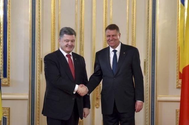 Клаус Йоханнис также поздравил Порошенко с 25-й годовщиной установления дипломатических отношений