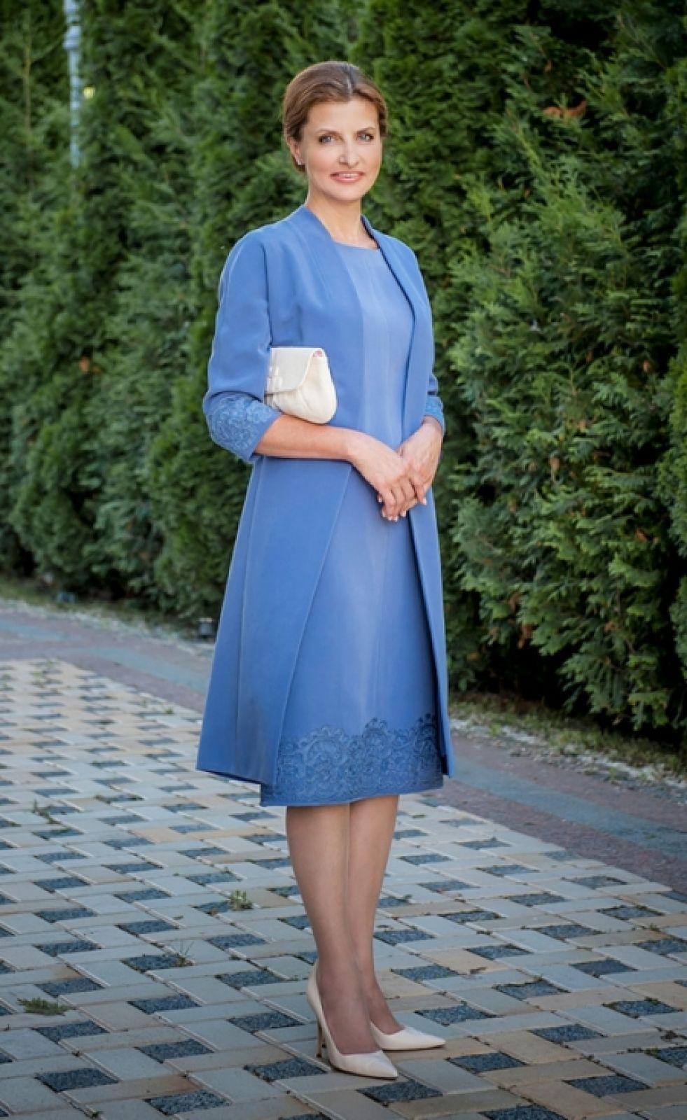 Среди любимых цветов в одежде, Марина еще предпочитает одеваться в оттенки синего и голубого