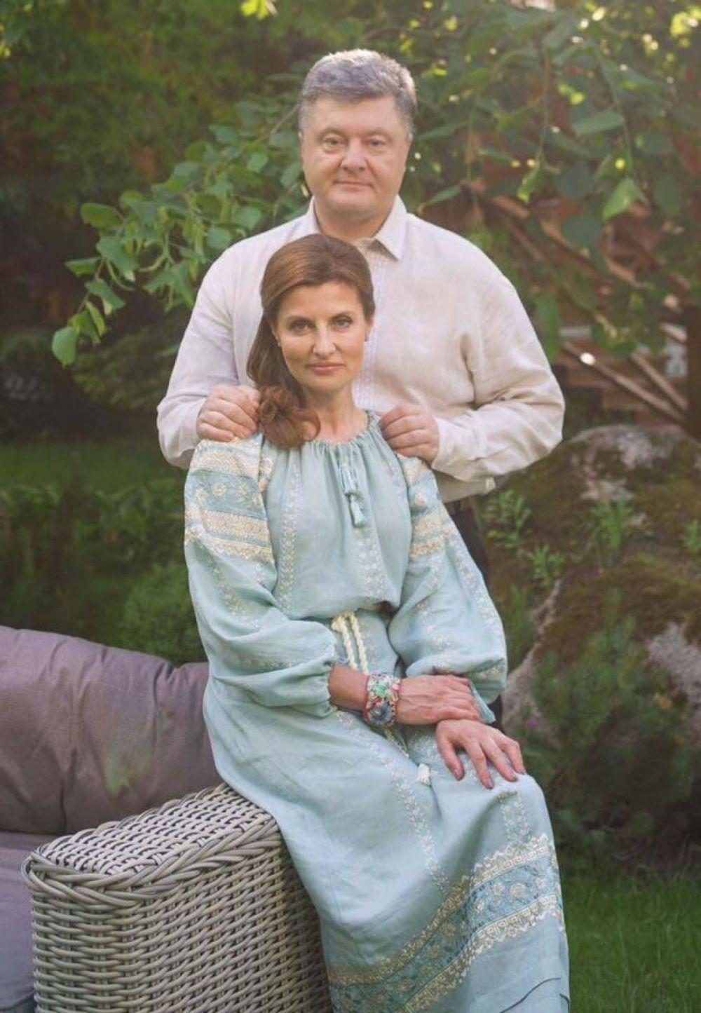 Тоже очень нежный образ. Нам кажется, Марина Порошенко могла бы спокойно посоревноваться с бывшей первой леди США, Мишель Обамой