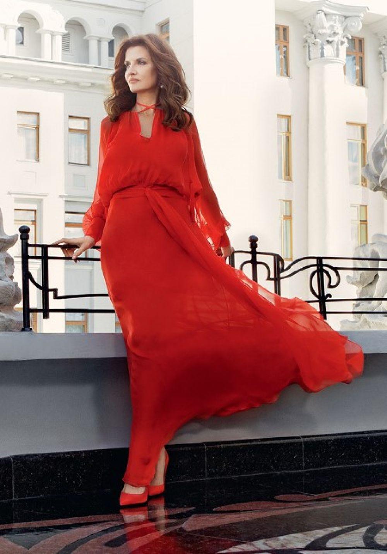 Потрясающий образ. Первая леди в шифоновом платье от дизайнера Виты Кин