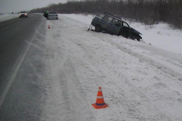В Гайском округе в ДТП серьезно пострадал водитель «Renault»