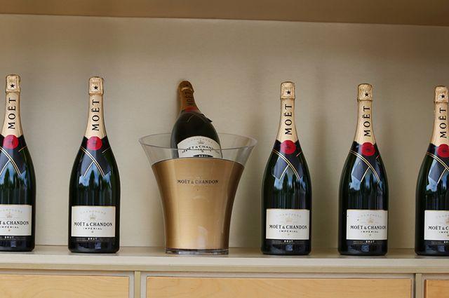 Работники администрации Фрунзенского района получили взятку шампанским— СУСКР