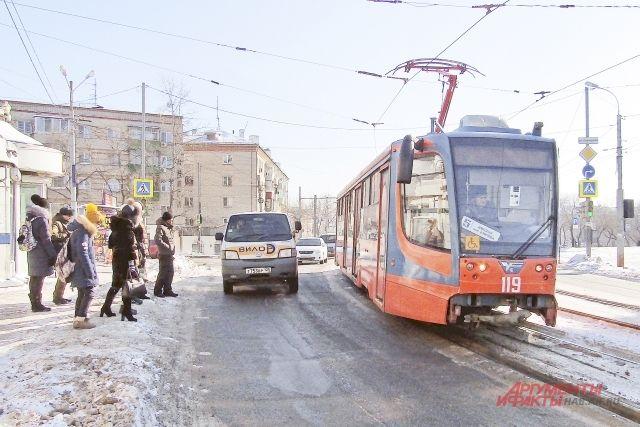 Наш фотокорреспондент почти не замёрз, ожидая трамвай.