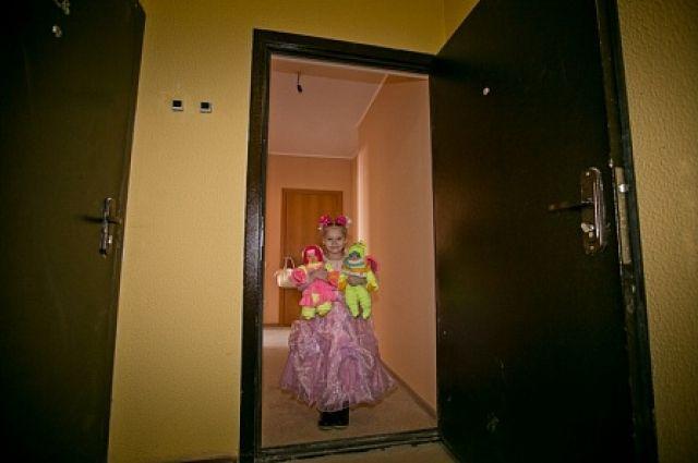 В Оренбурге 54 сироты получи ключи от квартир в доме на проспекте Победы