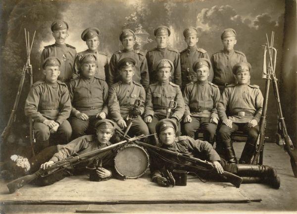 Солдаты с ружьями и барабаном, 1914-1916 гг.