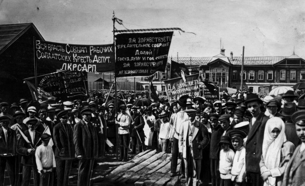 Рабочие Лысьвенского металлургического завода, 1917 год.