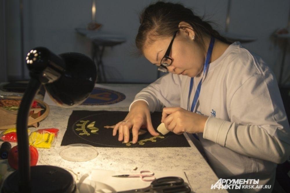 В этом году на конкурсе появилась новая специальность - дизайнер вышивки.