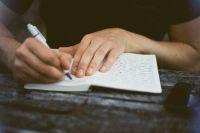 Почерк, при детальном анализе, может рассказать о болезнях человека