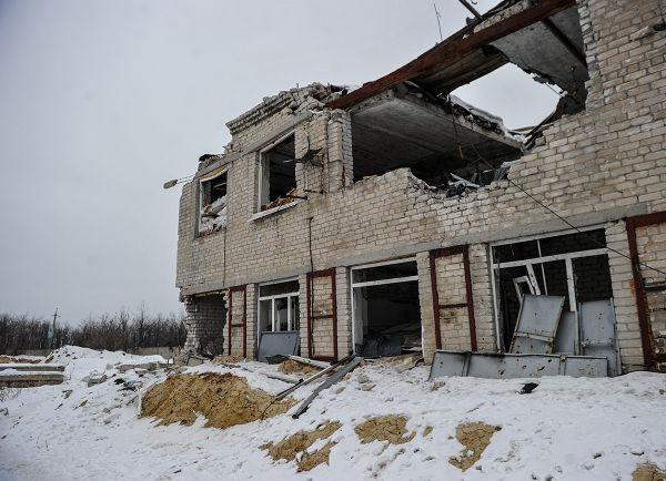 Можно предположить, что в это здание мог залететь снаряд установки РСЗО «Град»