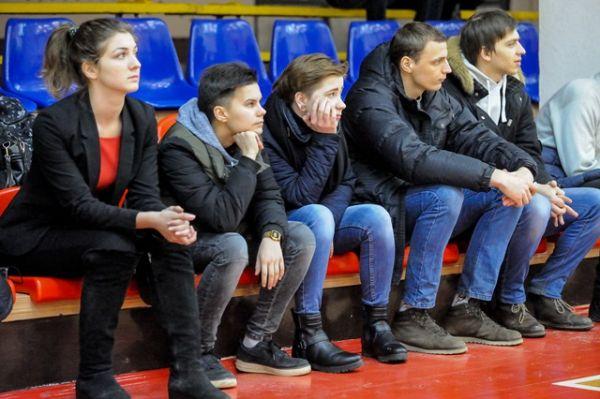 Поддержка болельщиков в домашних матчах очень важна.