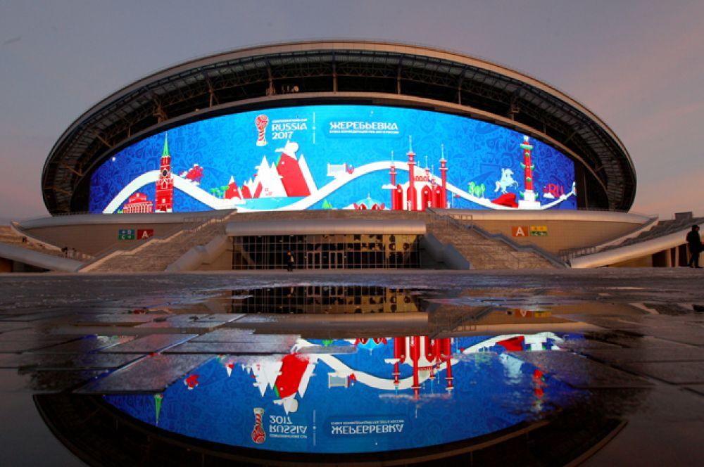 «Казань Арена», вместимость 45 000 человек. Стадион был сдан в эксплуатацию в 2013 году, на нем проходили церемонии открытия и закрытия летней Универсиады. Однако в связи с подготовкой к проведению в Казани чемпионата мира по водным видам спорта 2015 года арена была временно закрыта. Сейчас стадион вновь находится на реконструкции.