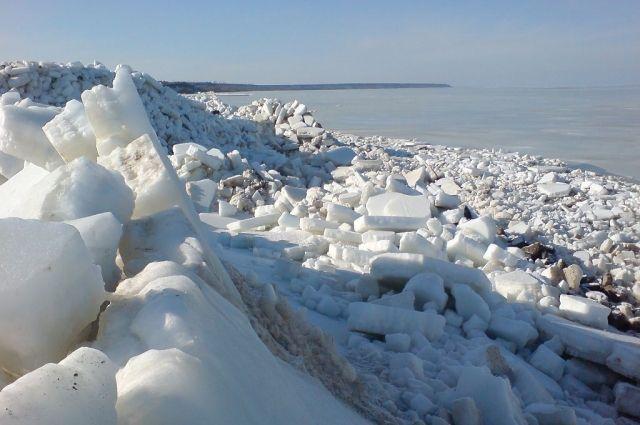 Акватория Азовского моря покрылась льдом