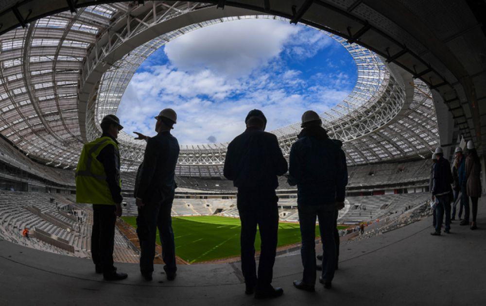 «Стадион Лужники», вместимость 81 000 человек. В 2018 году на легендарной арене пройдет матч открытия и финал Чемпионата мира. В настоящий момент стадион находится на реконструкции, в октябре 2016 года были завершены работы по созданию натурального газона.