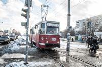 Количество новых и старых моделей трамваев в Смоленске примерно пропорционально.