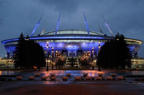 «Стадион Санкт-Петербург», вместимость 69 000 человек. Главный спортивный долгострой России практически готов. Стадион на Крестовском острове начали строить в 2007 году, формально он был сдан в эксплуатацию 29 декабря 2016 года, однако официального открытия еще не было.