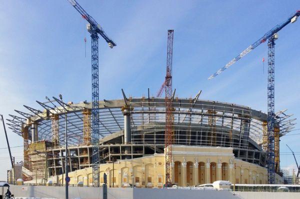 «Екатеринбург Арена», вместимость 35 000 человек. Стадион реконструировался с 2006 по 2011 год. Но поскольку работы никак не были связаны с заявкой России на проведение ЧМ, для приведения стадиона к требованиям FIFA необходимо провести еще одну реконструкцию.
