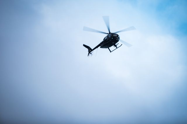 Работники МЧС проверяют информацию опадении вертолета вОдинцовском районе