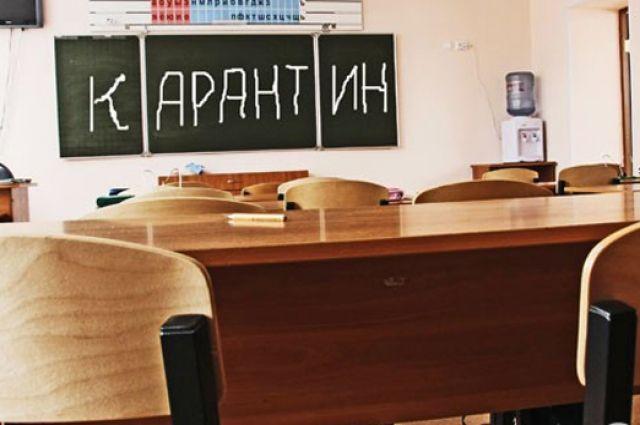Школьники получают задания дистанционно.
