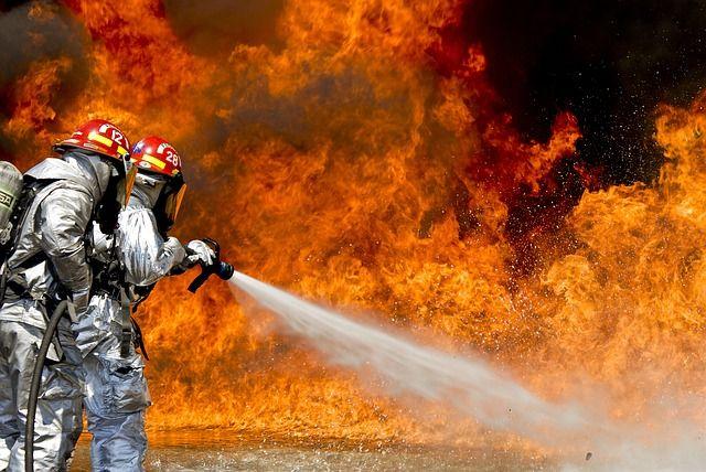 В пожаре на СТО пострадал автомобиль