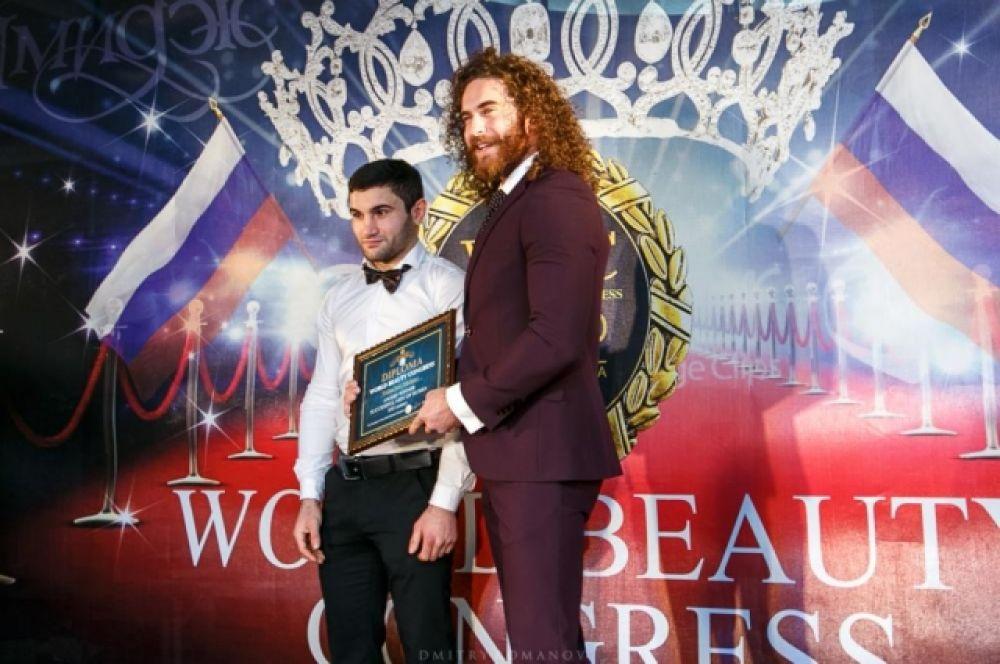 Для вручения наград в мужской номинации был приглашен двукратный чемпион мира среди любителей по кикбоксингу и чемпион мира по смешанным ударным единоборствам «R-1» - Мурад Шарифов.