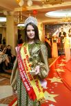 Гости и участники церемонии апплодировали и Алине Басенковой.