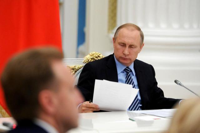 Путин сократил 16 генералов МВД, МЧС иСледственного комитета