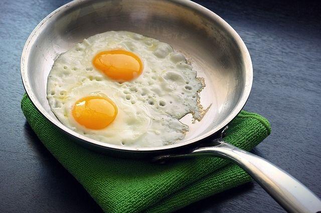 Во время приготовления блюда на сковороде важно не пережарить его и использовать как можно меньше масла.