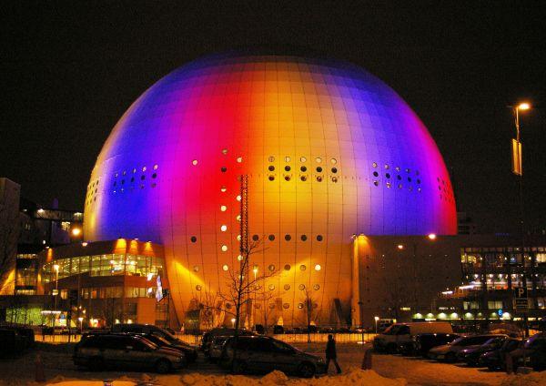 Арена Эрикссон-Глоб в Швеции выглядит фантастично