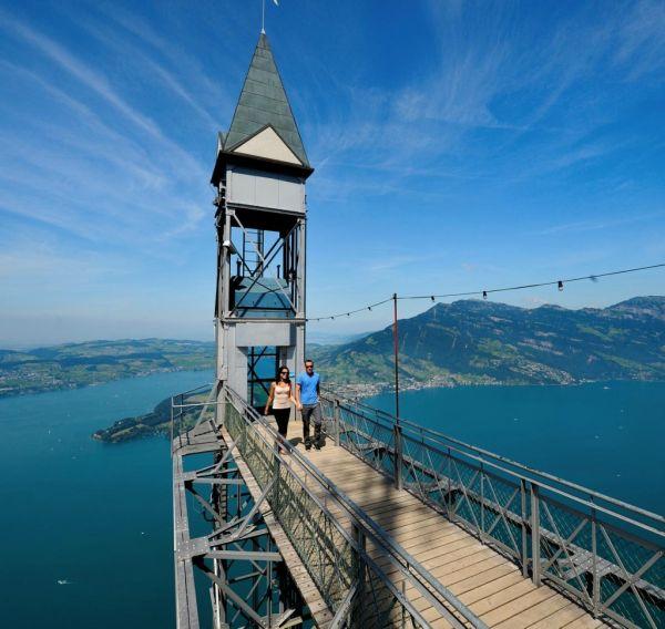 Его высота составляет 153 метра, а вид на самом верху открывается нереально захватывающий