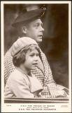 При рождении Елизавета стала принцессой Йоркской и была третьей в линии наследования престола после своего дяди Эдуарда, принца Уэльского (будущего короля Эдуарда VIII, на фото) и отца.