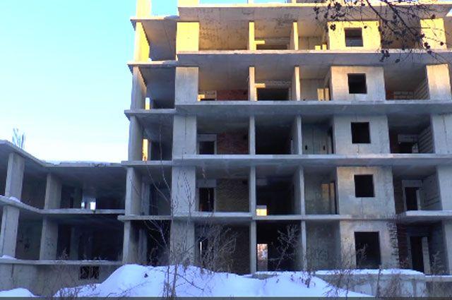 Ярославские полицейские спасли провалившегося вшахту лифта мужчину