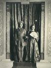 1943 год. Принцессы Елизавета и Маргарет представляют пантомиму по сказке «Аладдин» в Виндзорском замке.