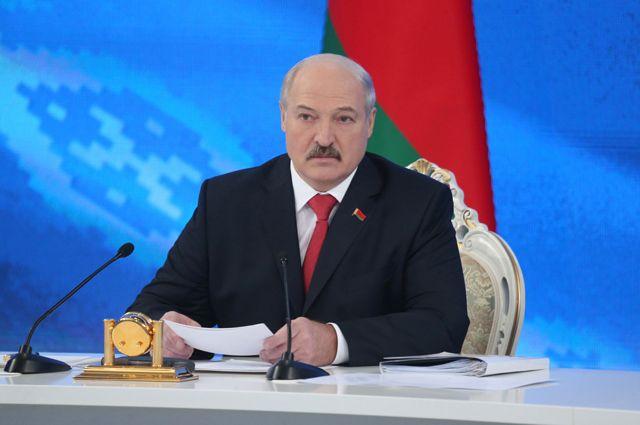 Лукашенко возложил ответственность законфликт вДонбассе наПорошенко
