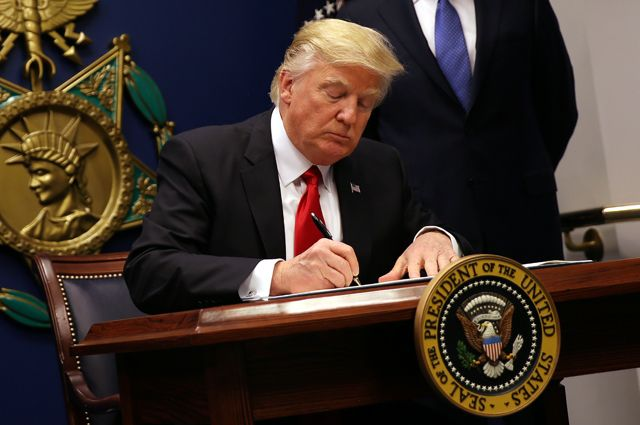 Трамп подписал указы, направленные наподдержание финансового роста США