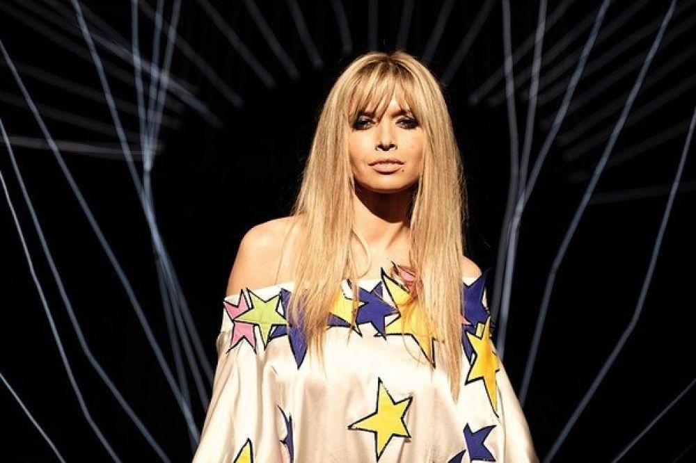 После ухода из трио певица занялась сольной карьерой. Так она выглядела во время съемок своего первого сольного клипа «Я не играю»
