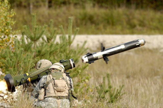 Переносной противотанковый ракетный комплекс Javelin.