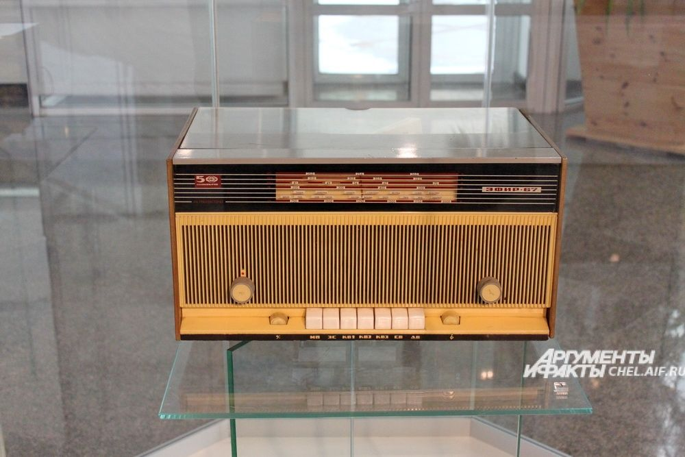 Радиола «Эфир-67», Челябинский радиозавод «Полёт», 1960-е.